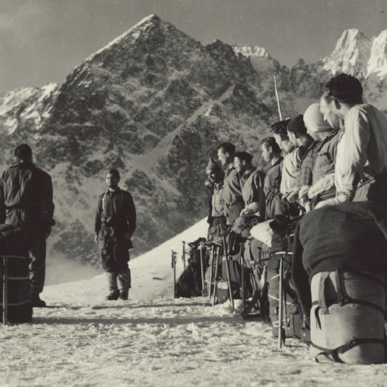 Československé reprezentační horolezecké družstvo ve Vysokých Tatrách v roce 1955 Czechoslovak national climbing team training in the High Tatras, 1955