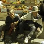 139 - Peru, Dva muži na trhu (30x45)