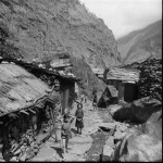 37 - Manaslu, Vesniceve skalach