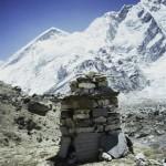 79 - Mt. Everest, Pomník zahynulým Šerpům (35x45)