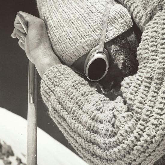Fotografie Viléma Heckela zachycující vyčerpaného Jana Červinku při výstupu na Dir Zom v roce 1967 Vilem Heckel captured exhausted Jan Cervinka on Dir Zom in 1967